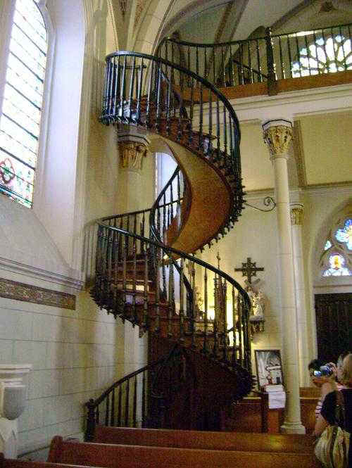 Architects And Engineers Have Marveled At This Amazing Staircase. None Can  Understand How This Staircase Can Balance Without Any Central Support.