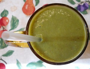Smoothie with Banana, Cantaloupe, Collard Greens and Peach